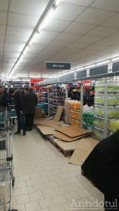 Brailenii au luat toată apa din magazin, sursa FB