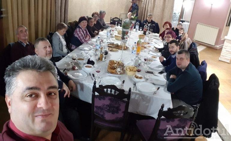 Din ciclul cum a speriat Onuț PSD-ul?! Făcându-și un selfie cu seniorii liberali