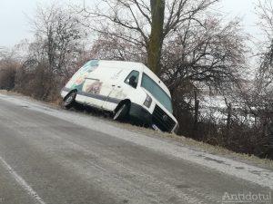 Maşină răsturnată între Smârdan şi Schela