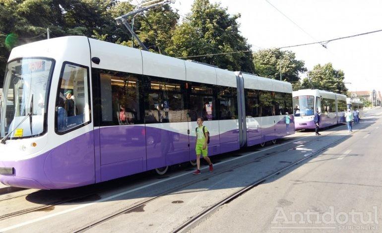 Brăilenii și gălățenii își vor plimba sacoșele și abonamentele gratuite în tramvaie noi
