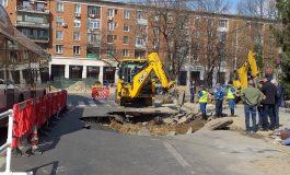 Video și foto/Surpare uriașă în centrul orașului Galați. Traficul auto este îngreunat pe strada Navelor