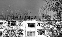 FOTO/Mare minune: la 30 de ani de la căderea comunismului, mesajul Trăiască PCR, de pe blocul din Țiglina 3, a fost îndepărtat