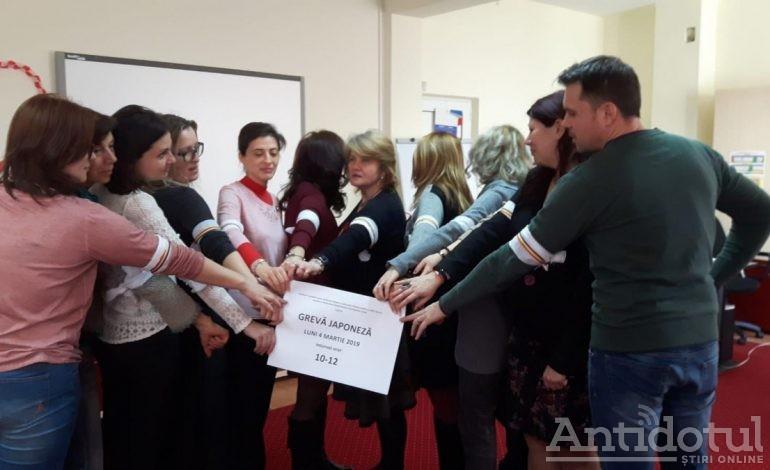 România protestează/ Luni au organizat mișcări de protest judecătorii, procurorii și consilierii școlari din Galați