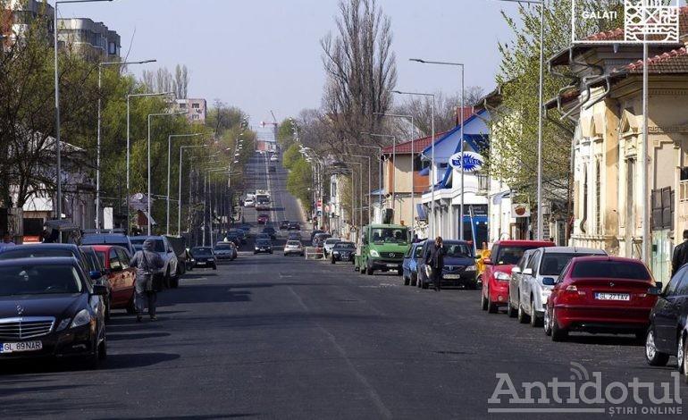 Oraşul se scufundă, dar primarul se pregăteşte de tăiat panglici. Un tronson din Strada Basarabiei, aproape gata!