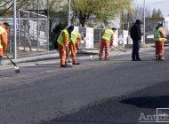 Lucrare de şase luni, gata într-un an. Primarul anunţă că intrarea în oraş primeşte ultimul strat de asfalt!