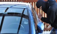 VIDEO/Jaful lunii: hoții au furat 100.000 de euro dintr-o mașină parcată pe o stradă din Brăila