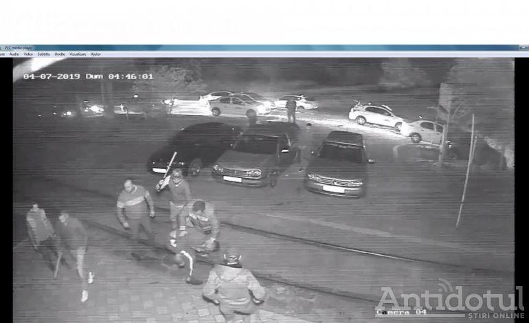 VIDEO/Se întâmplă la Galați: o haită de taximetriști calcă în picioare un adolescent