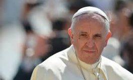 Papa Francisc a spălat picioarele unui grup de 12 deţinuţi