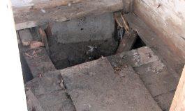 Un bebeluș aruncat într-o latrină de mama sa, în stare gravă la Spitalul de Copii din Galați