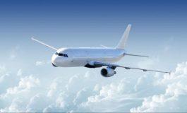 VIDEO: Turbulențele au provocat un dezastrul într-un avion. Stewardesa a fost izbită de tavanul aeronavei
