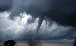 VIDEO/Tornadă la Galați. Furtuna s-a produs pe câmp și a fost filmată de un localnic