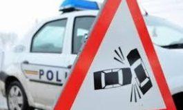 Sibiu: Un microbuz cu şase oameni a intrat într-un TIR pe A1; o persoană rănită