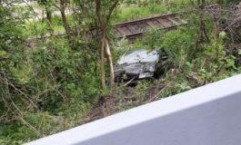 Autoturism căzut într-o râpă, pe DN 10. Şoferul a scăpat nevătămat