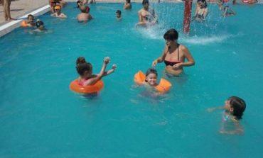 Ce indică mirosul înţepător de clor al apei din piscină. Boli de piele pe care le poţi lua din bazinele publice