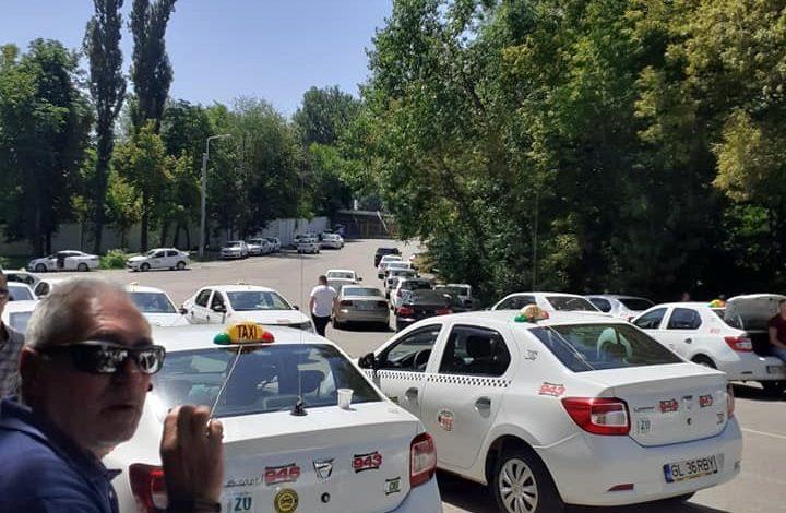 Protest la Samataxi. Șoferii au tras mașinile pe dreapta