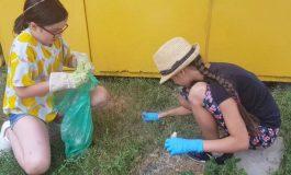 Galerie foto/Lecție pentru adulți: un copil de nouă ani strânge gunoaiele aruncate pe domeniul public