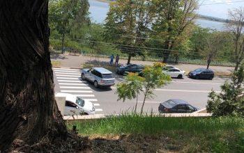 Un politician cunoscut se șterge la fund cu Codul rutier. Ziua în amiaza mare!