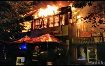 VIDEO/Restaurantul Cozy s-a făcut scrum  în urma unui incendiu. Zeci de gălățeni de la A-uri au fost evacuați
