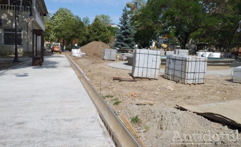 Incredibil: Parcul Eminescu din Galați a fost defrișat, dar nu va fi acoperit cu beton