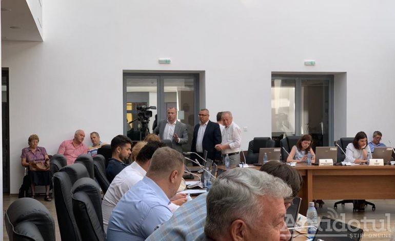 """ALDE Galați a reintrat la """"guvernare"""" cu o viteză mai mare decât cea a atracției provocată de ciolanul încins"""