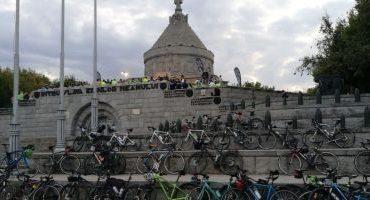 FOTO 145 de biciclişti, printre care şi românul care a străbătut pe două roţi cele două Americi, au pedalat în Vrancea deZilele Europene ale Patrimoniului