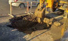 Orașul Galați este paralizat din cauza unui salon auto, a unei noi surpări și a unor lucrări edilitare