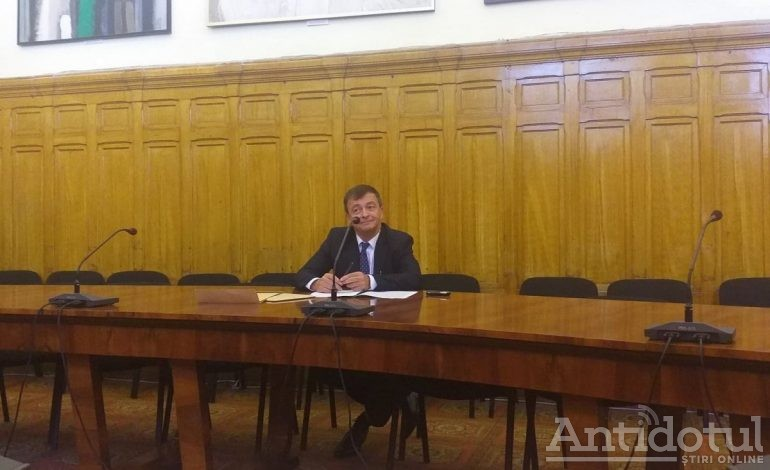 """Studenții """"seniori"""" îi solicită scuze publice președintelui Senatului, Lucian Georgescu"""