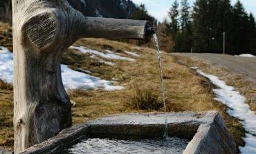 Patronate: Consumatorii nu vor plăti taxe pe apa de izvor. Legea apelor minerale trebuie aprobată