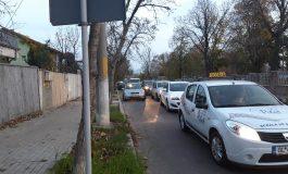 FOTO/Meandrele sensurilor unice din Galați: locuitorii unei străzi au semnat o petiție pentru că Primăria i-a blocat în cartier