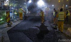 Noaptea, ca petrecăreții: Primăria Galați asfaltează străzile din Centru pe timpul nopții