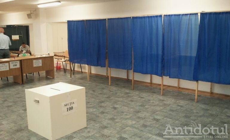 VIDEO Gălățenii și brăilenii se distrează: un ansamblu folcloric a făcut spectacol într-o secție de votare, iar Mihai Tudose a votat cu Gheba