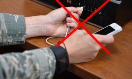 Nu încărca telefonul folosind porturi USB publice sau cablul altcuiva!