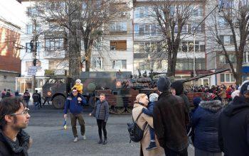 Un tanc s-a defectat la parada militară și a blocat principalul bulevard din oraș