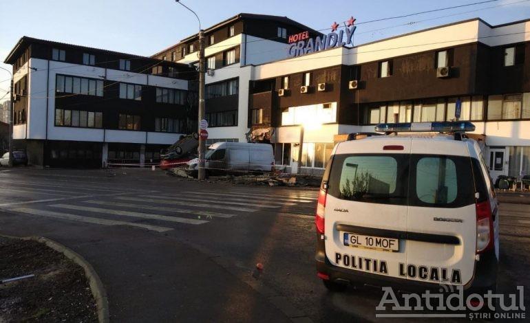 """S-a """"întredeschis"""" strada Frunzei. Ce autovehicule au voie să treacă prin fața hotelului în care s-a produs o explozie puternică"""