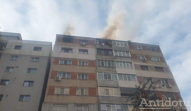 VIDEO Trei ceasuri rele: un apartament din Galați s-a făcut scrum