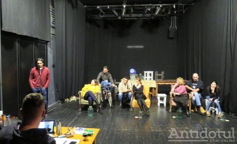 """Regizorul Cristian Ban montează la Teatrul Dramatic din Galați """"MaMe"""", un spectacol bazat pe viața personală a actorilor"""