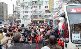Moș Crăciun va veni cu autobuzul, luni, pe traseul 102