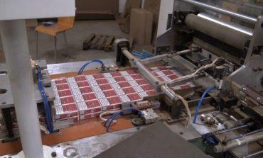 VIDEO Cinci moldoveni, reţinuţi în Cehia pentru fabricarea clandestină de ţigări. Valoarea capturii constituie 19 milioane de euro