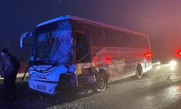 VIDEO Doi răniți grav în urma unei coliziuni între un autocar cu pasageri și o autoutilitară produse pe DN25, în județul Galați