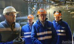 Un demnitar eco-friendly. Ministrul Mediului, Costel Alexe, a vizitat farmacia de pe platforma siderurgică și cocseria din politică