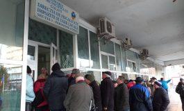 """VIDEO/ Buluceală la Taxe și Impozite Galați. Pensionarii """"fără pensii"""" au făcut coadă în fața ghișeelor"""