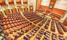 PNL și PSD au votat cot la cot pentru eliminarea pensiilor speciale. USR spune că este o ticăloșie a marilor partide