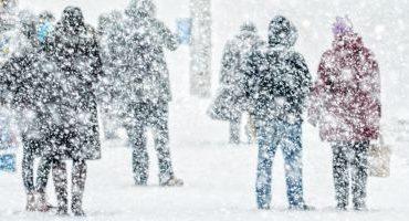 Prognoza meteo: Cât ţine vremea de iarnă. Unde loveşte viscolul şi ce fenomene se anunţă în weekend