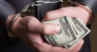 Prejudiciu de peste 1 milion de lei, în cazul unui patron reţinut de poliţişti