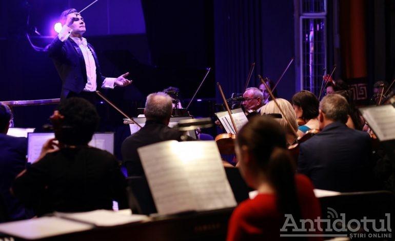 """Ziua muzicală a Îndrăgostiților la Teatrul """"Nae Leonard"""": concert simfonic cu Paganini și Ceaikovski"""