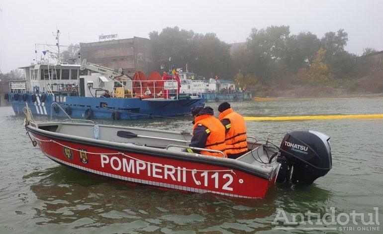 VIDEO Ambarcațiune răsturnată în Dunăre. Două persoane au ajuns la spital