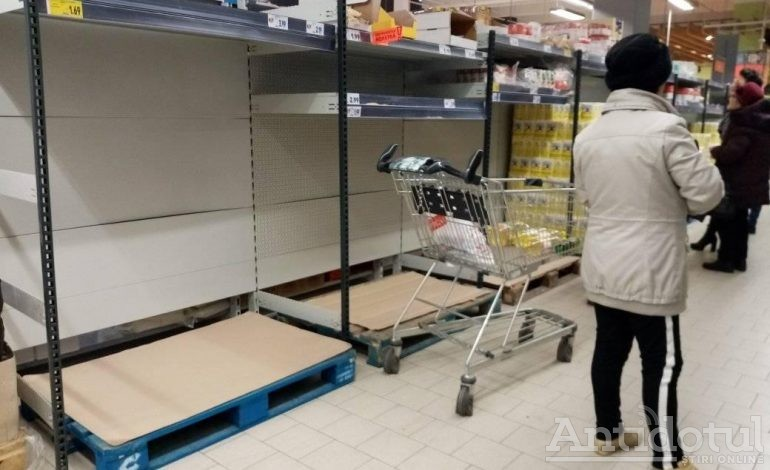 Vin sărbătorile: gălățenii și brăilenii au golit marile magazine
