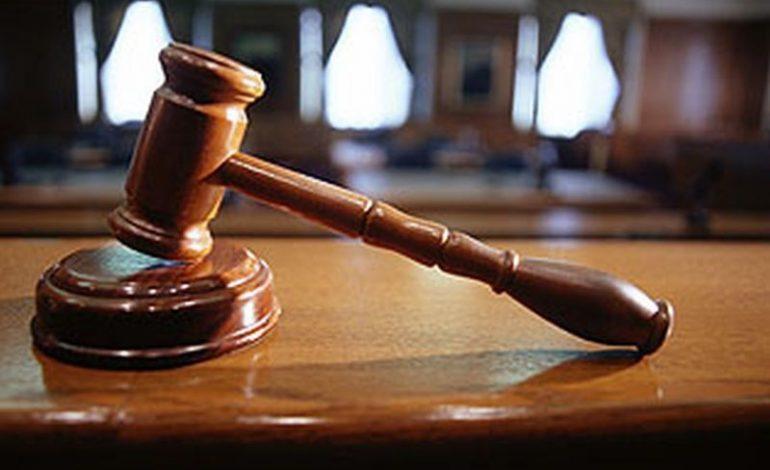 Miloasă cu un violator care a sechestrat 8 luni o minoră, o judecătoare a rămas fără slujbă