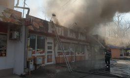 VIDEO/Incendiu la Pui la Jar. Fumul gros a acoperit zona cuprinsă între Tribunal și Parcul Viva