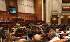 Ciufuleală parlamentară în vremuri de COVID-19. Două partide din Parlament se opun prelungirii stării de urgență